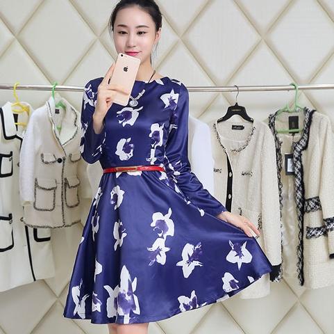 ชุดเดรสทำงานพิมพ์ลายน่ารักๆ สีน้ำเงิน ผ้าไหมเกาหลี แขนยาว มาพร้อมเข็มขัดเข้าชุด ลุคสาวทำงานออฟฟิศ สวย ดูดี เรียบร้อย น่ารักๆ