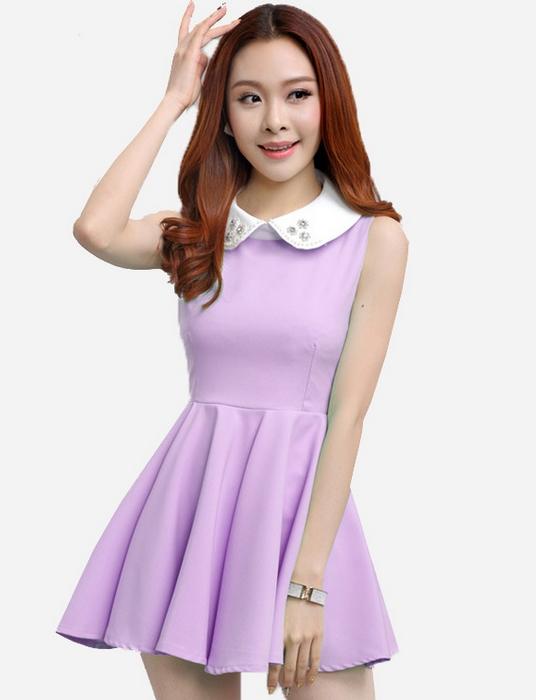 ชุดเดรสสั้นแนวหวาน่ารักๆสไตล์เกาหลี สีม่วง คอปกแต่งคริสตัล แขนกุด ช่วงหน้าอกเข้ารูป กระโปรงสั้นทรงสวิง ซิปหลังใส่ง่าย