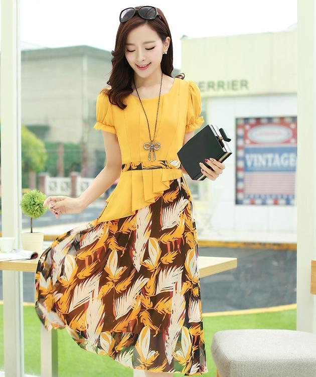 ชุดเดรสทำงานสีเหลือง แขนสั้น ช่วงบนเป็นเสื้อสีเหลือง ต่อด้วยกระโปรงลายดอกไม้