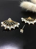 Crown Pearl Earring ต่างหูแฟชั่นเกาหลี ตุ้มหูเพชรเล็ก เสริมแป้นซ้อนหลังสีทอง ประดับมุกและเพชร ใส่ได้ 2 แบบ พร้อมส่งค่ะ