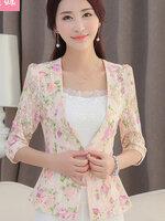 (สินค้าหมด) เสื้อสูทแฟชั่นผู้หญิง เสื้อสูททำงาน สีชมพู แขนสามส่วน คอวีลึก ดีเทลผ้าลูกไม้ ลายดอกไม้สีหวาน