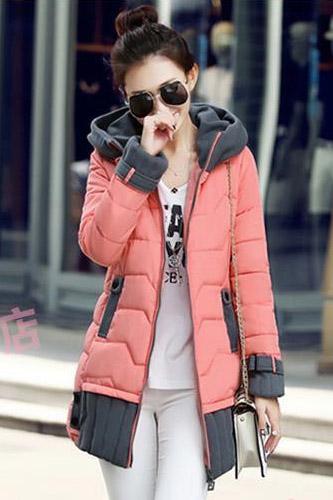 เสื้อโค้ทกันหนาว สีชมพู แบบซิปรูด มีฮู้ท แต่งปลายแขนและชายเสื้อด้วยสีเทา