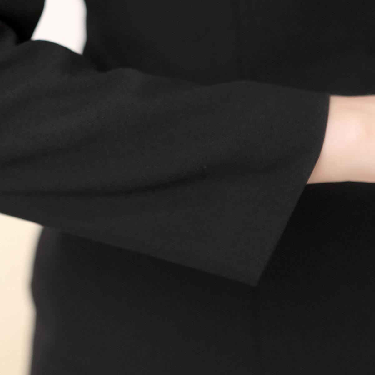 เสื้อสูทแฟชั่น เสื้อสูทผู้หญิง เซ็ตคู่ สีดำแต่งขลิบสีชมพู คอวีลึกติดกระดุมเม็ดเดียว แขนยาว กระโปรงทรงเอ สีดำมีซิบรูดด้านหลัง