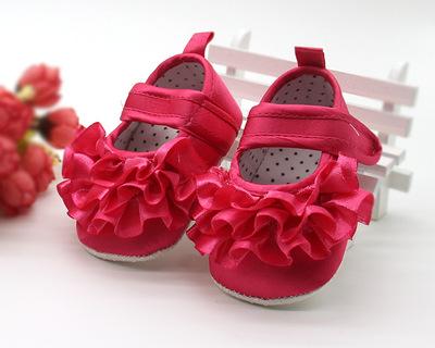 รองเท้าเจ้าหญิงแต่งระบายลูกไม้ด้านหน้า
