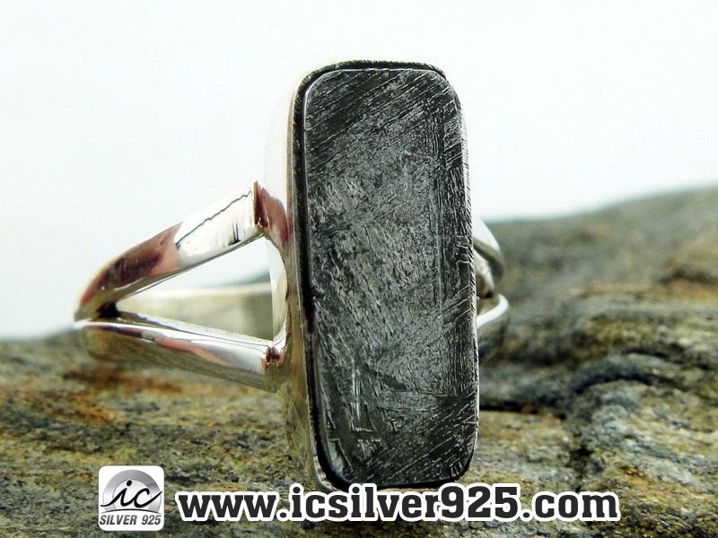 ▽หินดาวตกกีเบียน GIBEON METEORITE-แหวนเงินแท้ 925 (แหวนเบอร์ : 52, 4.5g)