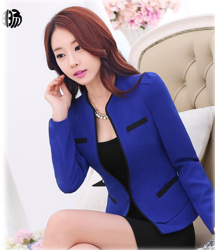 เสื้อสูทแฟชั่น เสื้อสูทผู้หญิง สีน้ำเงิน แขนยาว คอจีน เข้ารูปช่วงเอว แต่งขลิบสีครีมเก๋ หัวไหล่ยกนิดๆ มีตะขอเกี่ยว