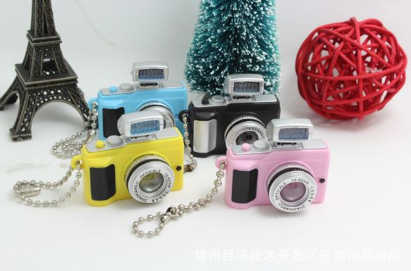 พวงกุญแจกล้องถ่ายรูปมีไฟมีเสียง6ชิ้น180บาท