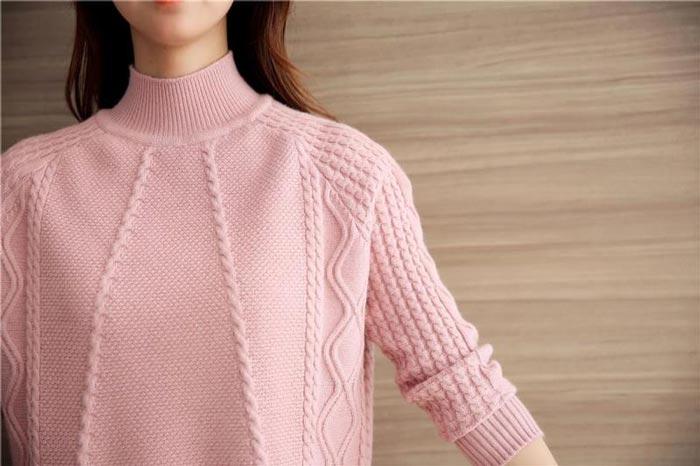 เสื้อไหมพรมแฟชั่นกันหนาว เสื้อสเวตเตอร์ สีชมพู แขนยาว ดีเทลลายถักลูกโซ่ ใส่กันหนาว
