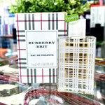 Burberry Brit EDT 5 ml. กลิ่นหอมนี้บ่งบอกถึงบุคลิกภาพ ลักษณะของหญิงสาวที่แสนซุกซน ขี้เล่น แต่มีเสน่ห์