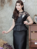 ชุดเดรสสีดำสวยๆ ทรงเข้ารูป แขนสั้น เอวแต่งระบาย ใส่ออกงาน ใส่ทำงาน ลุคเรียบร้อย สวยสุภาพ ดูดี