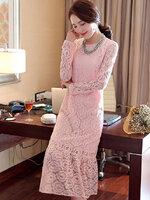ชุดเดรสสีชมพู ผ้าลูกไม้ แขนยาว ปลายกระโปรงแต่งระบาย แนวสวยๆ เรียบหรู ดูดี เป็นชุดใส่ออกงาน ไปงานแต่งงาน