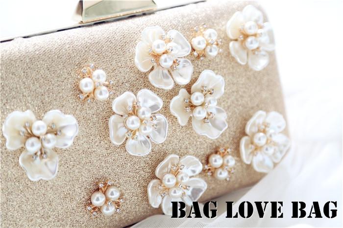 กระเป๋าถือออกงานสวยหรูสีทอง