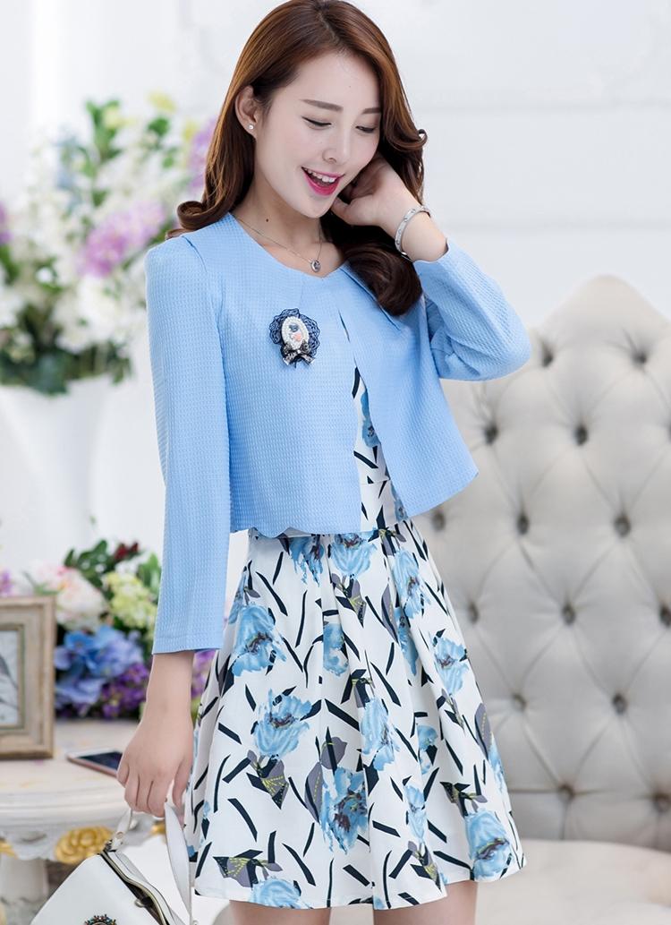 ชุดเดรสทำงานสีฟ้าลายดอกไม้ เซตสองชิ้น เสื้อสูทสีฟ้า คู่กับชุดเดรสลายดอกไม้น่ารักๆ