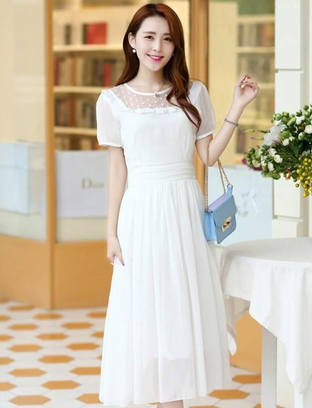 ชุดกระโปรงยาวสวยๆ สีขาวอ่อน ผ้ายืด