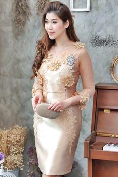 ชุดเดรสสวยหรูออกงานสีทอง