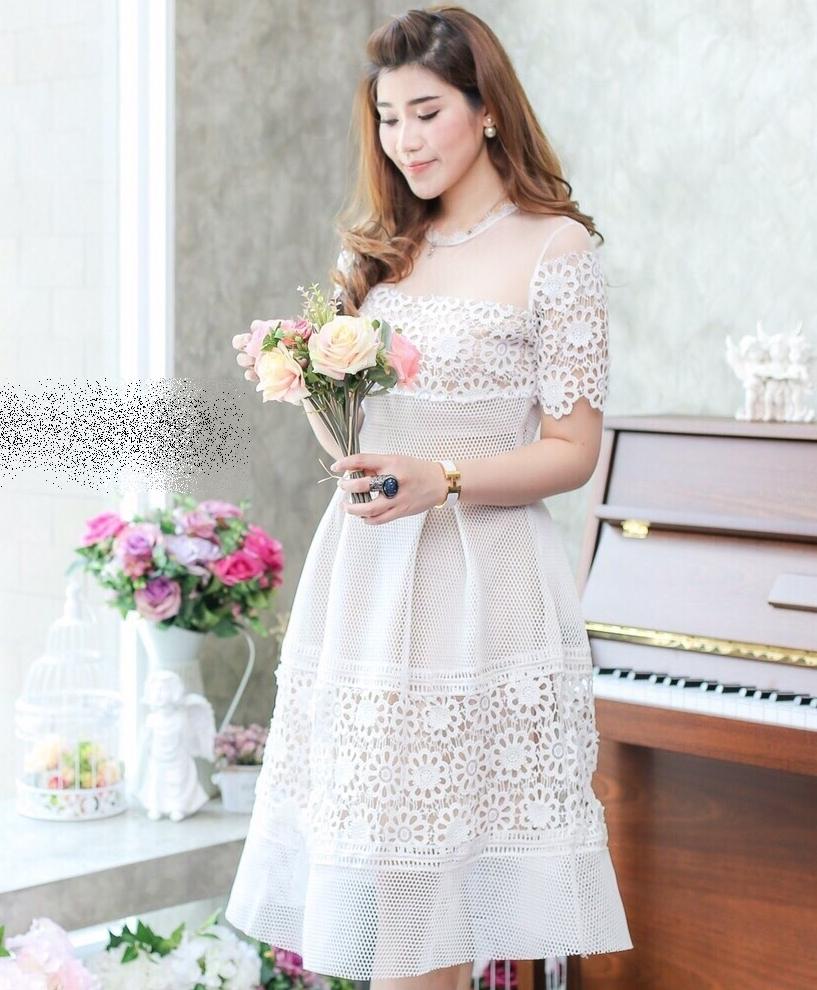 ชุดไปงานแต่งงาน ชุดออกงานสีขาว ผ้าลูกไม้ แขนสั้น แนวสวยหวาน เรียบหรูดูดี สวยสง่า