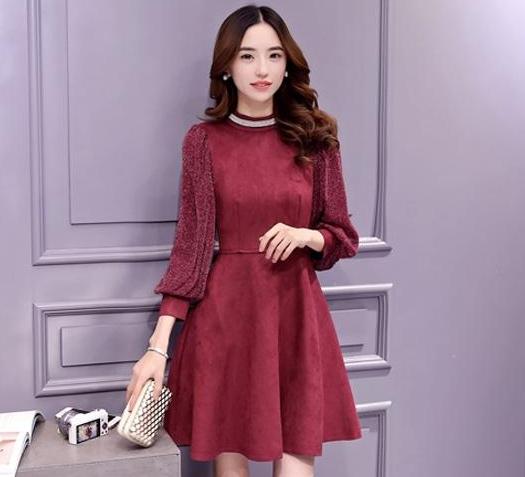ชุดเดรสสั้นสีแดงเข้ม ผ้าสักหลาด คอแต่งด้วยแถบสีเงิน แขนยาว แนวเกาหลี ลุคสาวหวาน เรียบร้อย ดูดี
