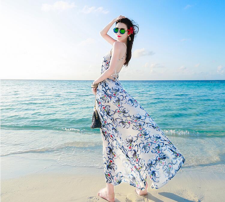 ชุดเดรสยาวไปเที่ยวทะเล โทนสีขาวน้เงิน ลายดอกไม้ เปิดโชว์หลังเซ็กซี่ๆ ดีเทจผูกไขว่ด้านหลัง