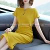 ชุดเดรสสั้นสีเหลือง ทรงเข้ารูป คอวีผ่าติดเข็มกลัด : สินค้าพร้อมส่ง