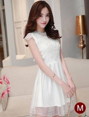 ชุดไปงานแต่งงานสวย น่ารัก สีขาว ผ้าซีทรูซับในด้วยผ้าไหมเกาหลี คอลูกไม้ แขนกุด ด้านหลังผูกโบว์สวยเก๋ๆ เอวเข้ารูป ซิปข้าง ขนาดไซส์ M
