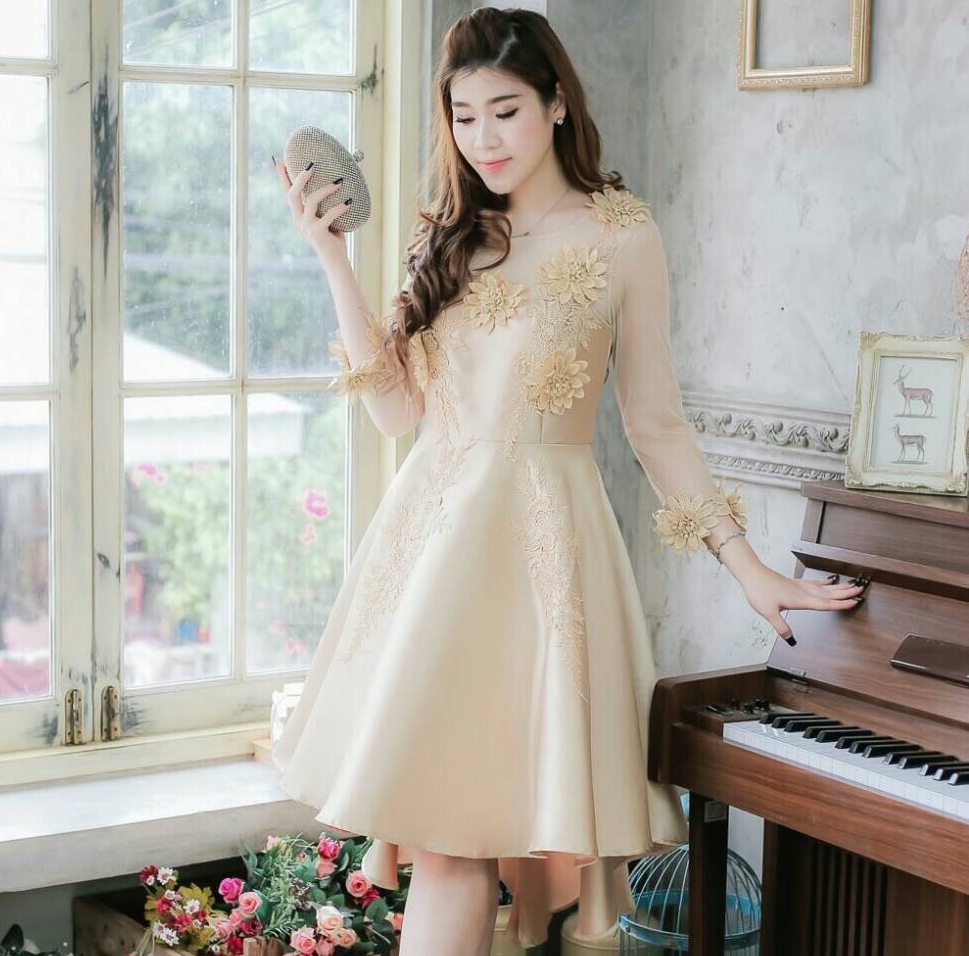 ชุดเดรสสีทองสวยหรู ใส่ออกงาน ไปงานแต่งงาน แต่งดอกไม้ แขนสามส่วน