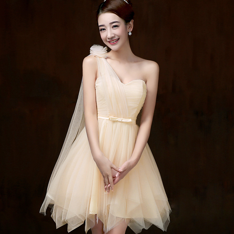 ชุดราตรีสั้น สีครีมเบจ ไหล่ฉียง สวยๆ แนวหวาน น่ารัก ใส่เป็นชุดเพื่อนเจ้าสาว ชุดไปงานแต่งงาน ชุดออกงาน