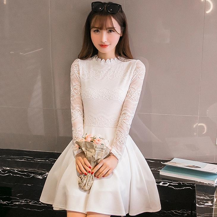 ชุดเดรสสั้นสีขาว คอแต่งลูกไม้ แขนยาว ผ้าลูกไม้ แฟชั่นสไตล์เกาหลีสวยๆ น่ารักๆ