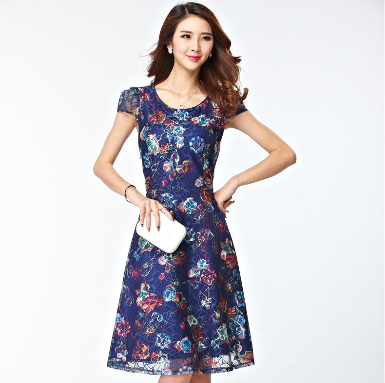 ชุดเดรสทำงานสีน้ำเงิน ผ้าไหมแก้วพิมพ์ลายดอกไม้ คอกลม แขนสั้น ลุคสาวทำงานออฟฟิศเรียบร้อยสวยหรู
