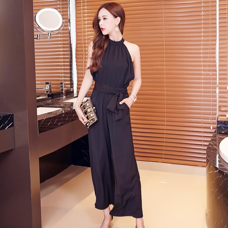 จั๊มสูทกางเกงขายาวสีดำ แขนกุด กางเกงขากว้างทรงปล่อยใส่สบาย เป็นสีดำล้วน แนวเรียบๆ สวย น่ารัก แอบเท่นิดๆ