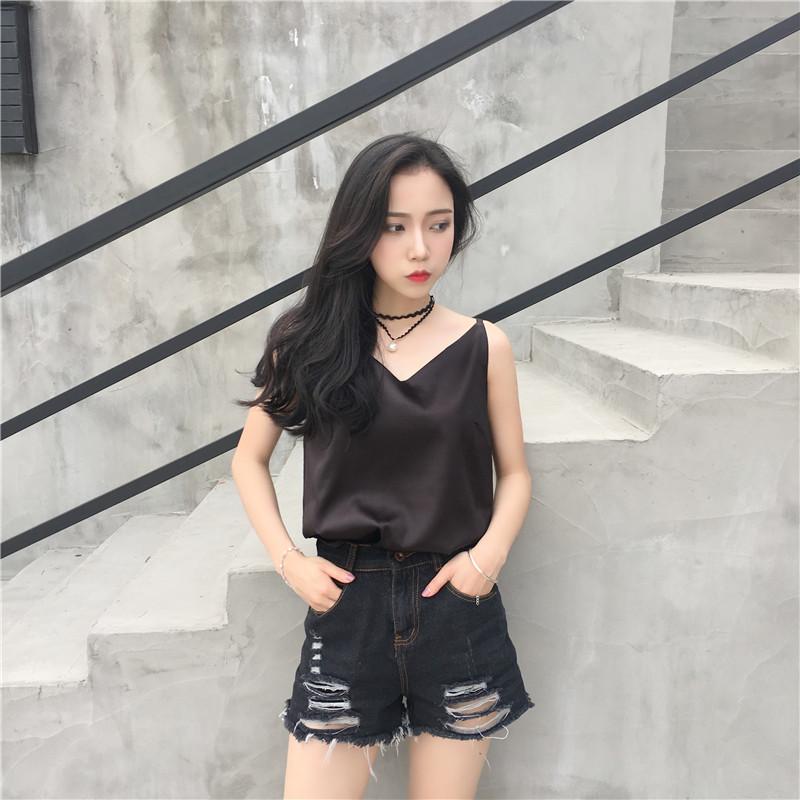 เสื้อสายเดี่ยวสีดำ ผ้าไหมซาติน สวยเก๋ น่ารักๆ แฟชั่นสวยสไตล์เกาหลี
