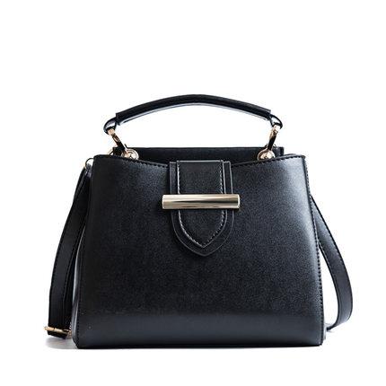 กระเป๋าถือ/สะพายข้างสีดำ ทรงสี่เหลี่ยม