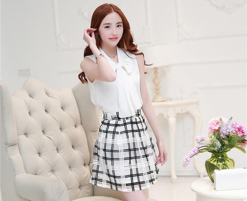ชุดสวยๆโทนสีขาวดำสไตล์เกาหลี เซตเสื้อ-กระโปรง เสื้อสีขาวคอผูกโบว์ + กระโปรงผ้า organza ลายตาราง M L XL