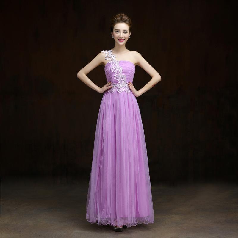 ชุดราตรียาวสีม่วงลาเวนเดอร์ ไหล่เฉียงแต่งลูกไม้ กระโปรงยาวพองๆ สวยหวาน เหมาะสำหรับใส่ออกงาน ไปงานแต่งงาน เพื่อนเจ้าสาวธีมสีม่วง