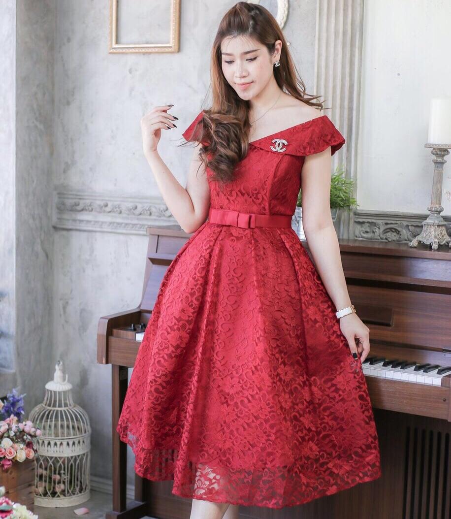 ชุดเดรสสวยหรูใส่ออกงาน ไปงานแต่งงาน สีแดง ผ้าลูกไม้เนื้อดีเกรดพรีเมี่ยม เปิดไหล่ กระโปรงทรงสุ่ม สวยๆสไตล์เจ้าหญิง