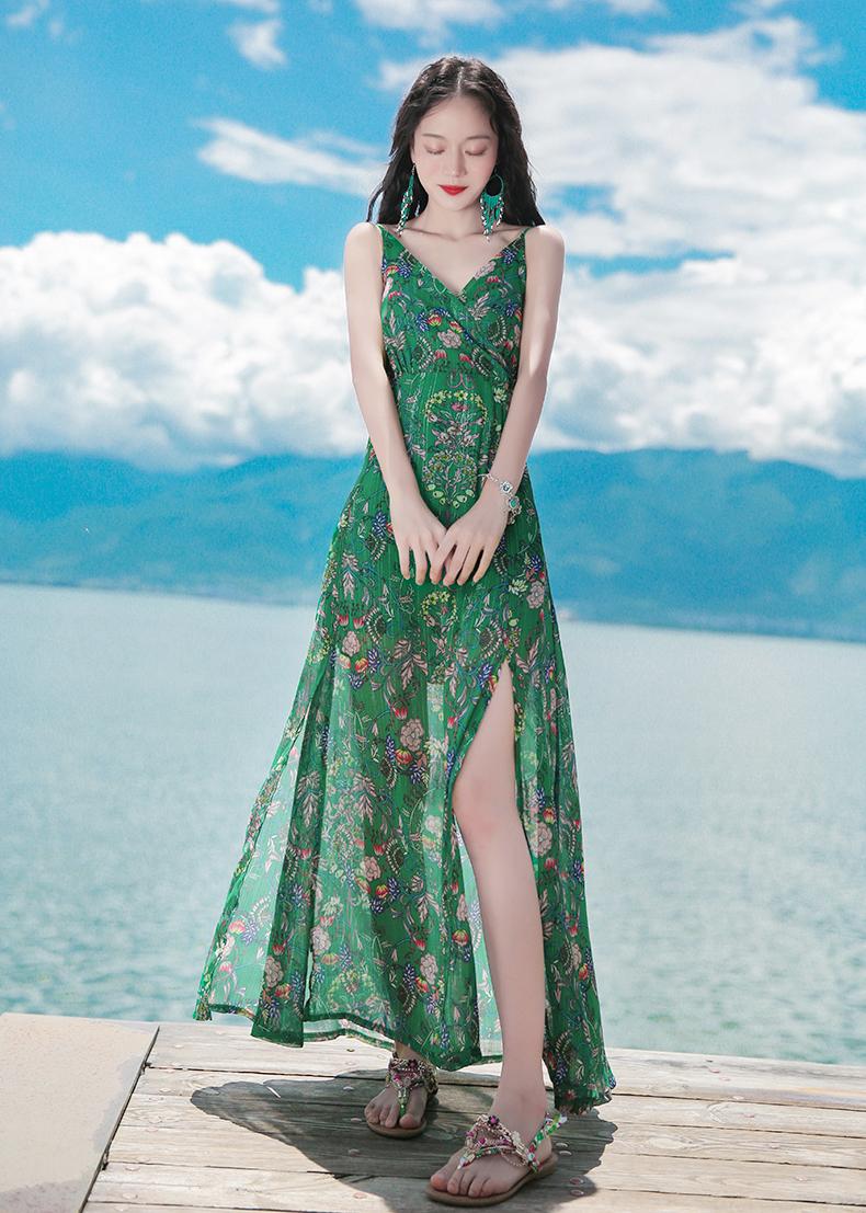 ชุดไปเที่ยวทะเล เดรสยาวสีเขียว สายเดี่ยว ผ้าชีฟอง แฟชั่นริมทะเลสวยๆ