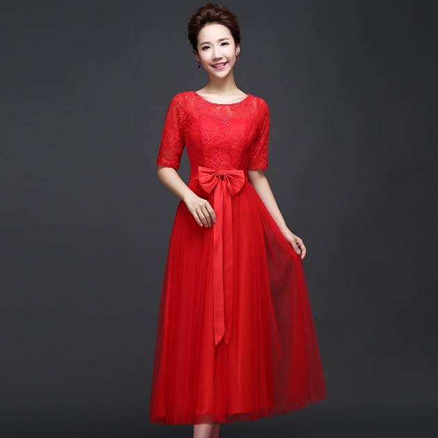 ชุดราตรียาวสีแดง แขนสามส่วน ผ้าลูกไม้ผสมผ้าตาข่ายซีทรู แนวหวาน เรียบร้อย ดูดี สำหรับใส่เป็นชุดไปงานแต่งงาน ชุดออกงาน ชุดเพื่อนเจ้าสาวธีมงานสีแดง