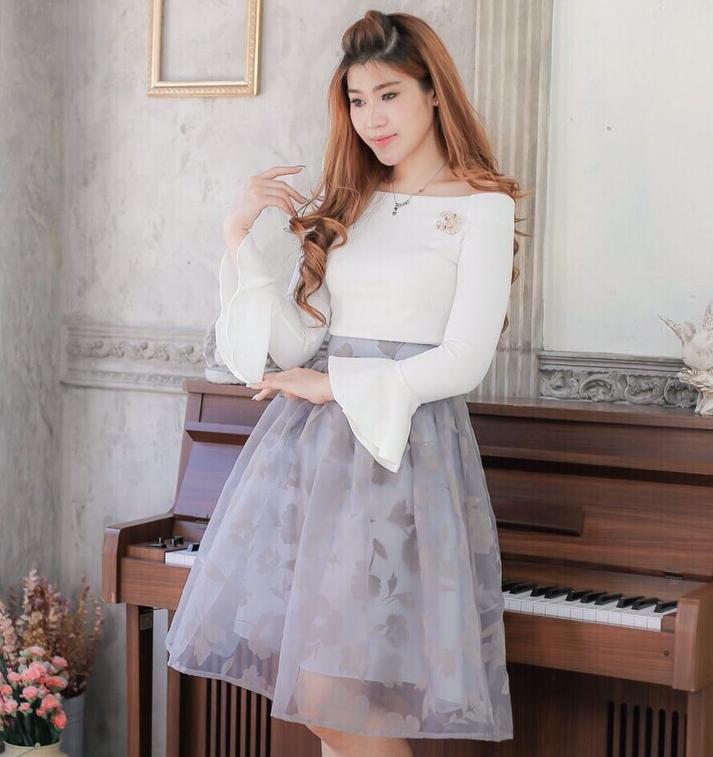ชุดไปงานแต่งงาน ชุดออกงาน โทนสีเทา ขาว set เสื้อเปิดไหล่ ปลายแขนระบาย + กระโปรงผ้าออแกนดี้เนื้อดีเกรดพรีเมี่ยม แนวสวยๆหวาน น่ารักๆ