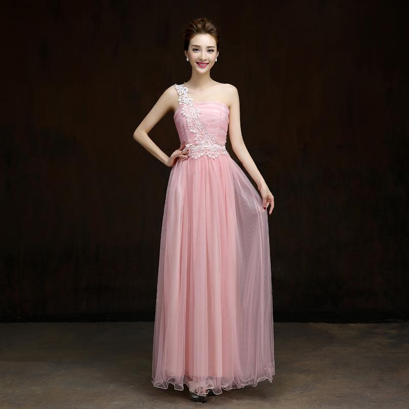 ชุดราตรียาวสีชมพู ไหล่เฉียงแต่งลูกไม้ กระโปรงยาว สวยหวาน เหมาะสำหรับใส่ออกงาน ไปงานแต่งงาน เพื่อนเจ้าสาวธีมสีชมพู