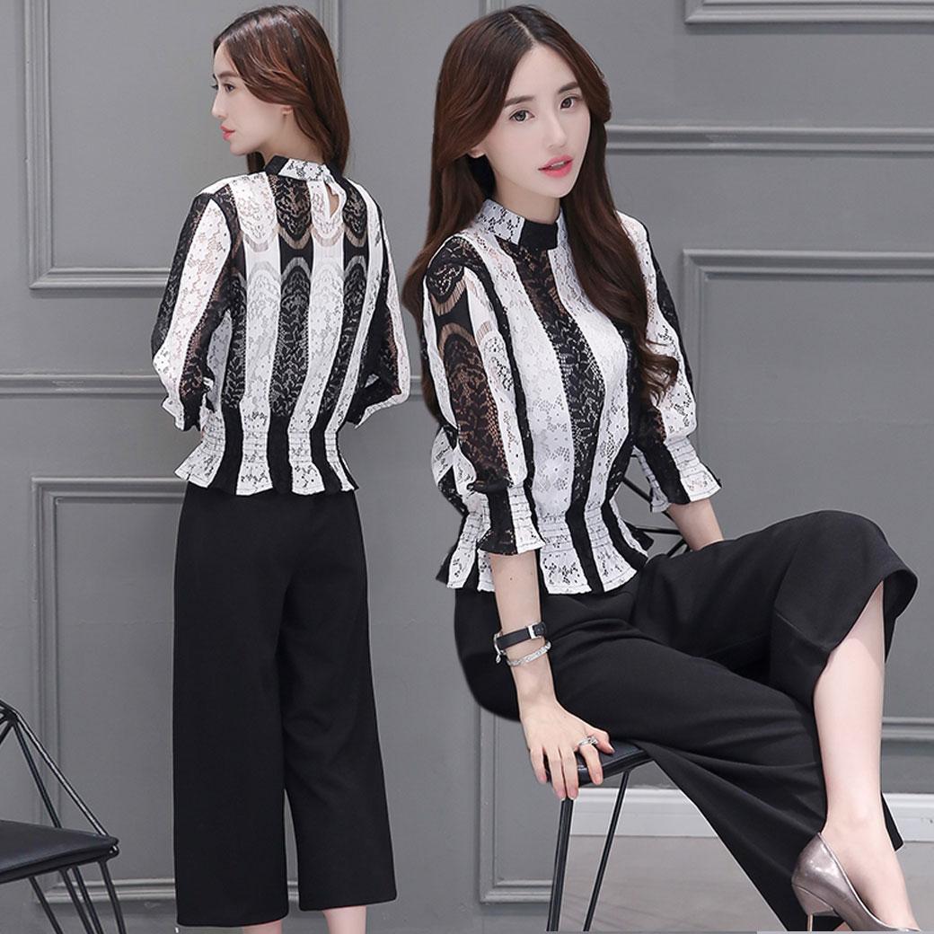 ชุดเซ็ทเสื้อกางเกง เสื้อลูกไม้ลายทาง แขนยาว + กางเกงขายาวทรงกระบอกสีดำ