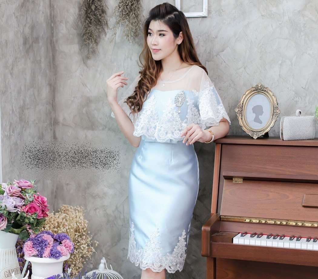 ชุดออกงาน/ชุดไปงานแต่งงานสวยๆ สีฟ้า ชุดเดรสสั้นเข้ารูปเปิดไหล่ + ผ้าคลุมลูกไม้ แนวสวยหวาน เรียบหรู ดูดี