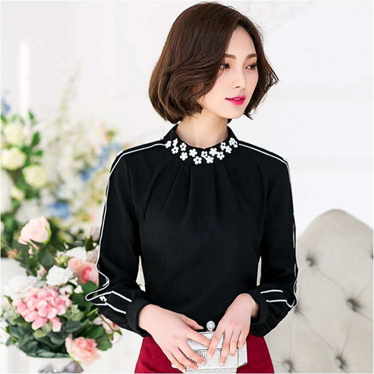 เสื้อทำงานผู้หญิงสีดำ คอปักลายดอกไม้ แขนยาว ทรงปล่อย สวยหวาน น่ารักๆ