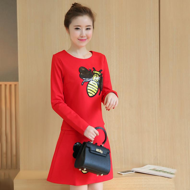 ชุดเซ็ทเสื้อ-กระโปรงสีแดง ลายผึ้งน้อยน่ารัก