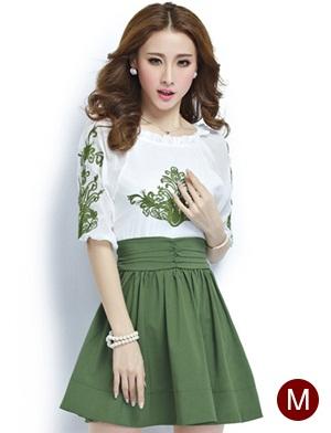 ชุดเดรสทำงานสวยๆ โทนสีขาวเขียว ผ้าชีฟอง คอยืด ปักลายเก๋ๆ กระโปรงสีเขียว ไซส์ M