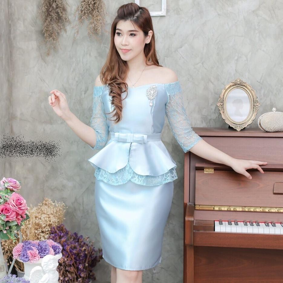 ชุดเดรสออกงาน ชุดไปงานแต่งงานสวยหรูสีฟ้า คอปาดเปิดไหล่ ผ้าไหม แต่งลูกไม้ แนวเรียบหรู ดูดี