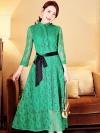 ชุดเดรสยาวลูกไม้สีเขียว แขนยาว เพิ่มความหวานให้ลุคของคุณอย่างโดดเด่น มีเสน่ห์