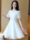 ชุดเดรสลูกไม้สีขาว คอกลม แขนสั้น กระโปรงทรงบาน แนวเรียบร้อย สวยหวาน ดูดี เหมาะสำหรับใส่ทำงาน ใส่ออกงาน