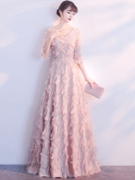 ชุดราตรียาวสีชมพู ผ้าขนฟูๆ 3D ลุคหรูหรา สวยสง่าน่าหลงไหล ใส่ออกงานดูโดดเด่นสะกดทุกสายตา