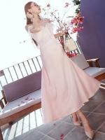 ชุดเดรสยาวออกงานสีชมพู แต่งขนฟรุ่งฟริ้งช่วงอก แนวสวยชิค น่ารัก ดูดี เหมาะสำหรับใส่เป็นชุดออกงาน ชุดไปงานแต่งงาน
