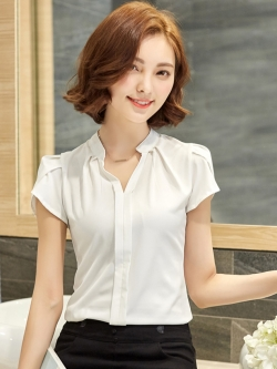 เสื้อทำงานสีขาว คอวี แขนสั้น ลุคเรียบๆ เสื้อทำงานสวยๆ สำหรับสาวออฟฟิศ