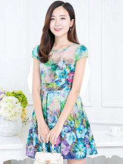 ชุดเดรสสั้นสีเขียว ลายดอกไม้ แขนสั้น ช่วงอกปักดอกไม้สวยหรู ใส่ทำงานสวยหรู ดูดี